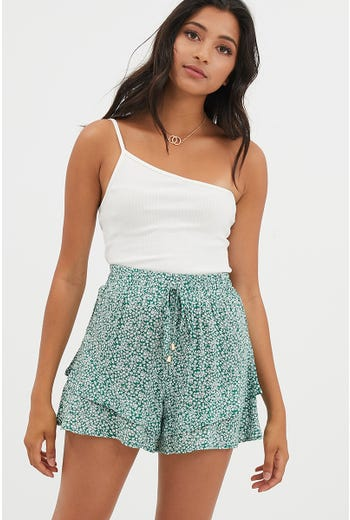 DRAWSTRING RUFFLE SHORT
