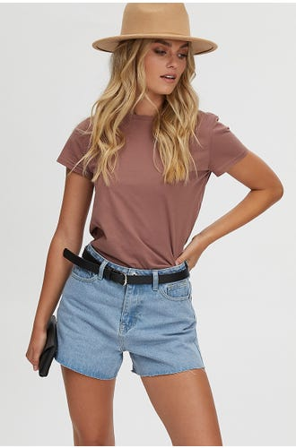 HIGH WAISTED CUT HEM SHORT