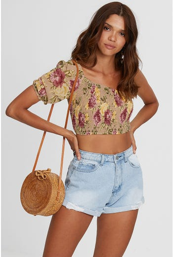 ONE SHOULDER SHIRRING CROP TOP